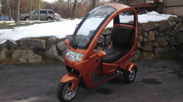 2012 Automoto 3 Wheel Semi Enclosed Gas 150cc Scooter