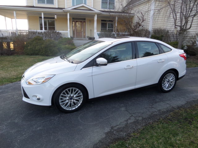 2012 ford focus sel 4 door sedan fully loaded white with black leather. Black Bedroom Furniture Sets. Home Design Ideas