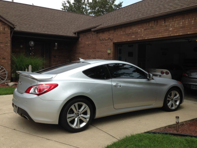 2012 hyundai genesis coupe 3 8 grand touring coupe 2 door 3 8l. Black Bedroom Furniture Sets. Home Design Ideas