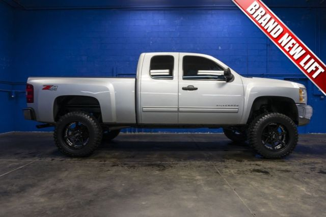 2013 chevrolet silverado extended cab 5 3l v8 w brand new lift wheels and tires. Black Bedroom Furniture Sets. Home Design Ideas