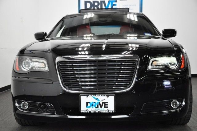 2013 chrysler 300s 5 7l 28k 1 own fact wrnty beats nav cam. Black Bedroom Furniture Sets. Home Design Ideas