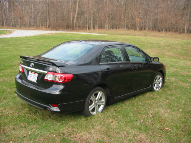 2013 toyota corolla s only 2100 miles sun roof no reserve. Black Bedroom Furniture Sets. Home Design Ideas