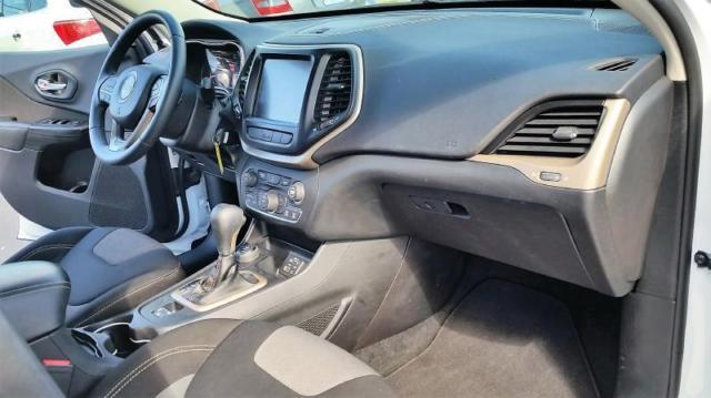 2014 jeep cherokee latitude 4x4 4dr suv 30200 miles white suv 3 2l v6 automatic. Black Bedroom Furniture Sets. Home Design Ideas