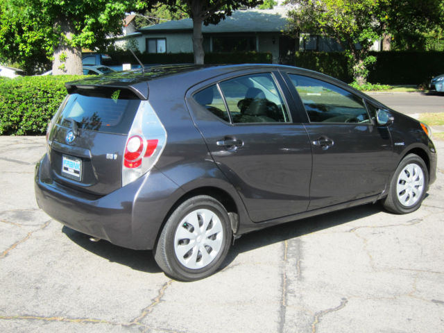 2014toyota prius c grey 11k miles mint like new no accidents rare clean car. Black Bedroom Furniture Sets. Home Design Ideas