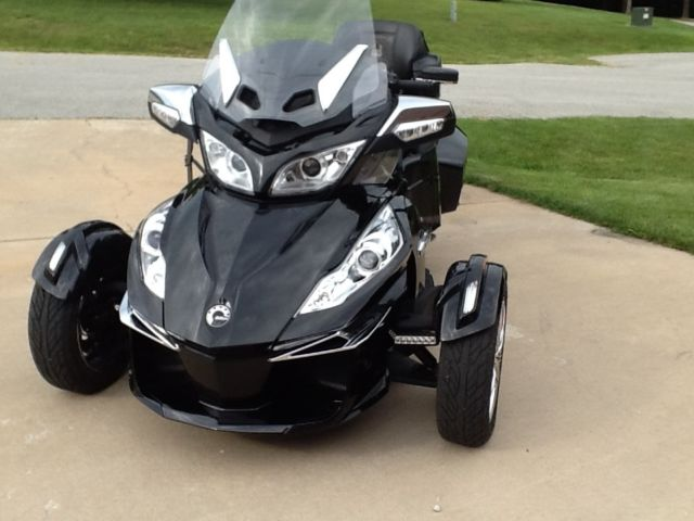 Can Am Spyder Rt Limited Trike With Can Am Freedom Trailer