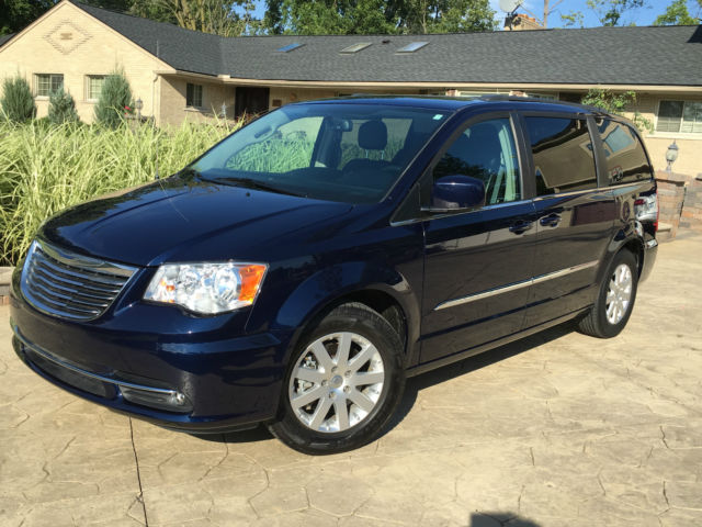 chrysler town and country uconnect