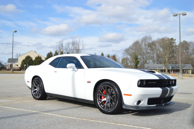 2015 dodge challenger srt 392 white black stripes and red interior. Black Bedroom Furniture Sets. Home Design Ideas