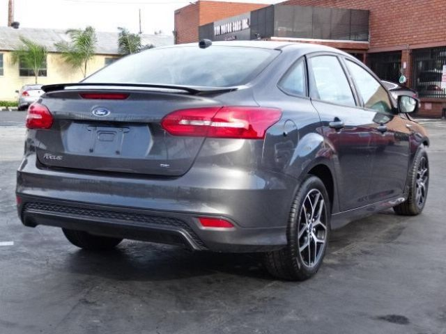 2015 ford focus sedan se damaged salvage only 6k miles gas saver priced to sell. Black Bedroom Furniture Sets. Home Design Ideas