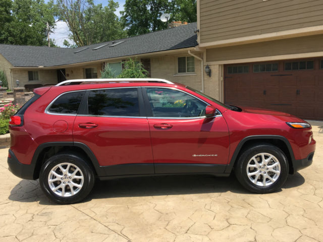 2015 jeep cherokee latitude sport utility 4 door 2 4l like new select terrain. Black Bedroom Furniture Sets. Home Design Ideas