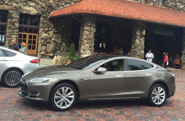 2015 Tesla Model S 90d Titanium Metallic Silver