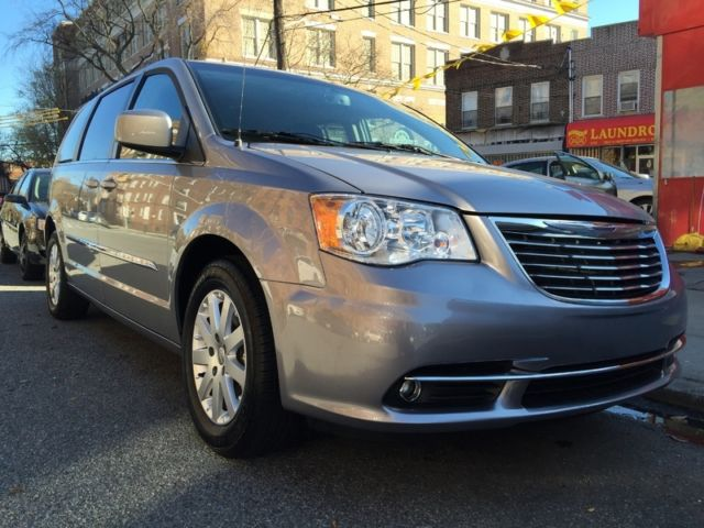 2016 Chrysler Town Country Stow N Go Bluetooth Doors Lift Gate