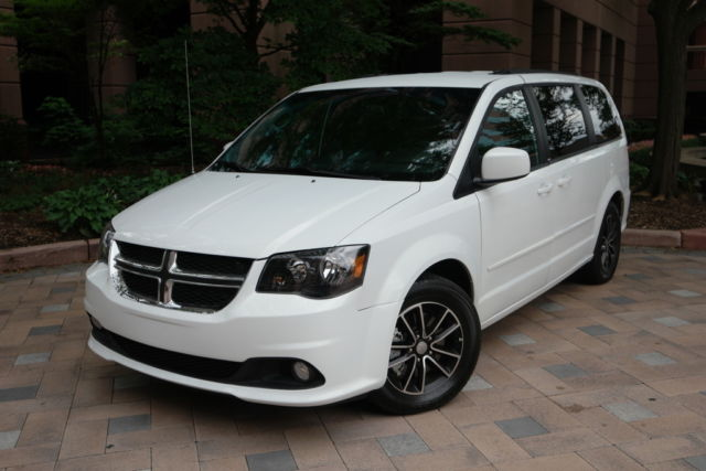 2016 dodge grand caravan r t low miles beautiful polished black wheels. Black Bedroom Furniture Sets. Home Design Ideas