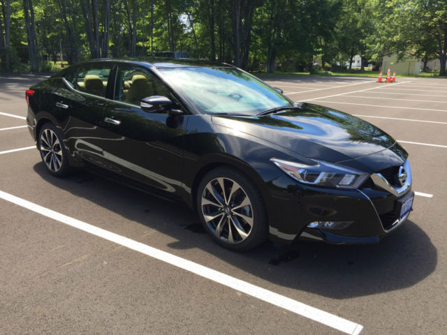 2016 nissan maxima sr super black tan leather 1800 miles like new. Black Bedroom Furniture Sets. Home Design Ideas