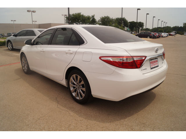 2017 toyota camry xle 3435 miles white xle 4dr sedan 4. Black Bedroom Furniture Sets. Home Design Ideas
