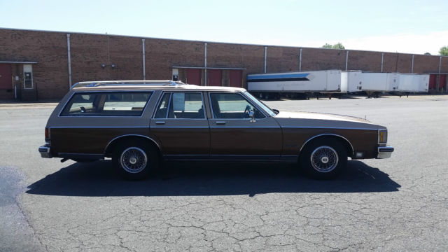 87 oldsmobile custom cruiser station wagon amazing condition 3rd row seats. Black Bedroom Furniture Sets. Home Design Ideas