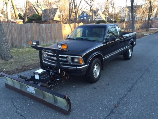 96 chevy s10 extended cab 4x4 automatic with snoway plow. Black Bedroom Furniture Sets. Home Design Ideas
