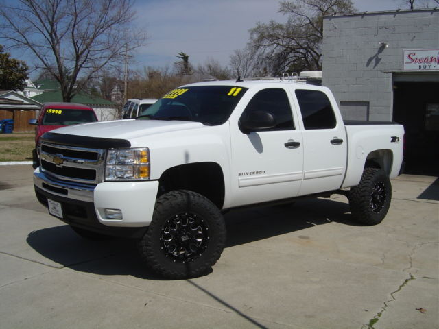 Big Lifted White Z71 4x4 35 Quot Tires Amp Research Steps