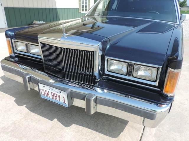 Chuck Berry S 1989 Lincoln Town Car Signature 4 Dr Sedan
