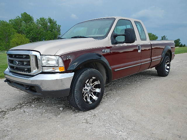 Extra Nice Super Duty V10 F250 Long Bed Supercab Low Miles Absolute