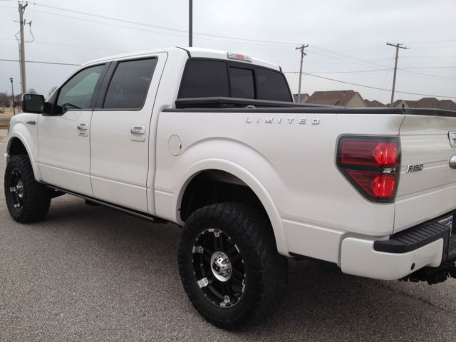 ford 2011 f 150 limited crew cab 4x4 lifted below retail. Black Bedroom Furniture Sets. Home Design Ideas