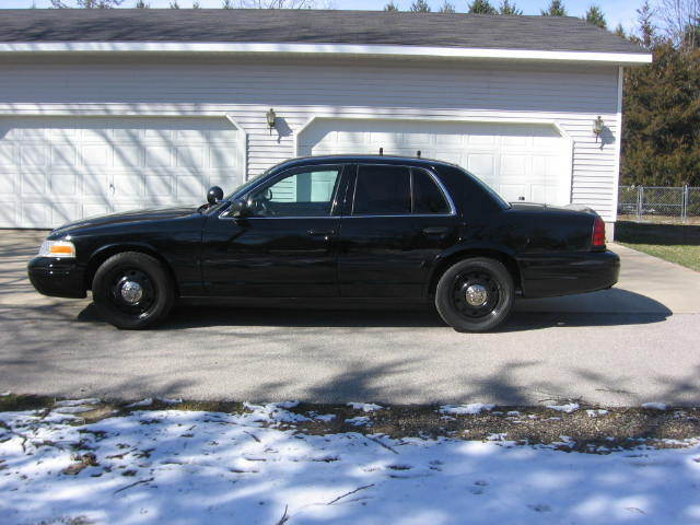 2011 ford crown victoria p71 police interceptor cars for Asia motors stone park