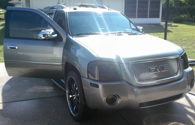 GMC ENVOY Denali XL SUV 5.3L V8 DVD 3rd ROW SEATING Excellent Condition