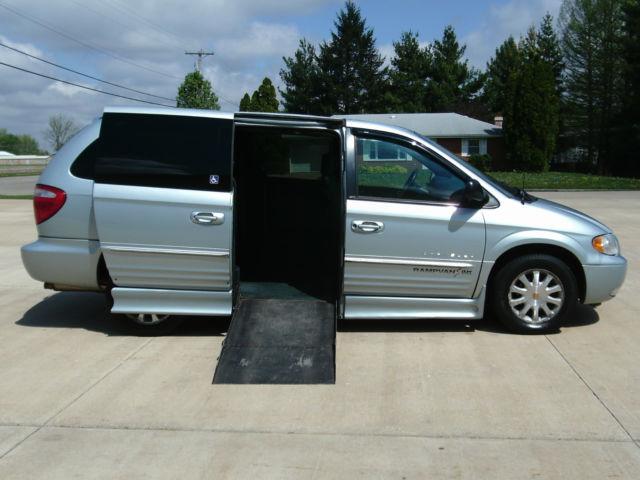 handicap van wheelchair van 2001 chrysler town and country dodge handicap van. Black Bedroom Furniture Sets. Home Design Ideas