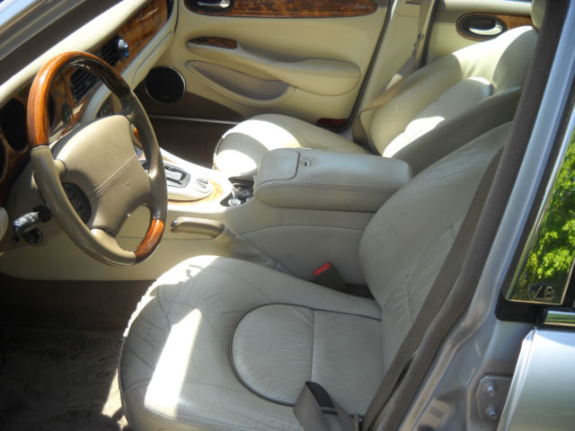 hot looking 99 jaguar x j r silver black interior very fast. Black Bedroom Furniture Sets. Home Design Ideas