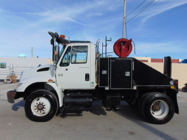 INTERNATIONAL 8500 *MOBILE HOME / MODULAR OFFICE MOVER DAYCAB SEMI on six-way hitch, mobile home truck, kingsley fisher power hitch, mobile home trailer hitch, mobile home moving totes, mobile home movers, mobile home towing clip art, two-way hydraulic hitch, mobile home axles,