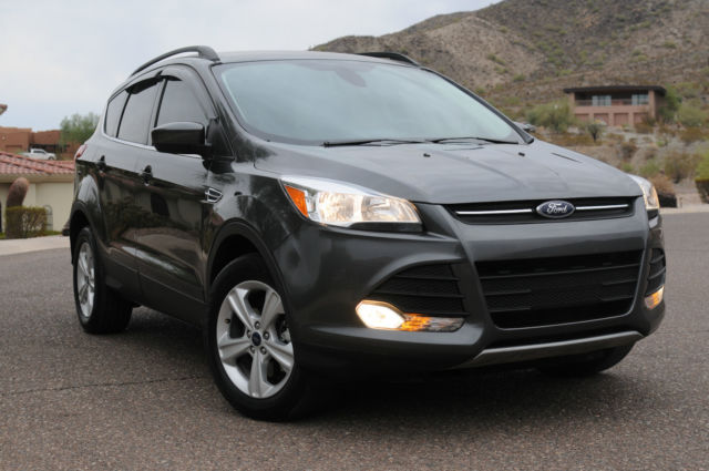like new loaded ford escape 2 0 ecoboost 4wd towing package. Black Bedroom Furniture Sets. Home Design Ideas