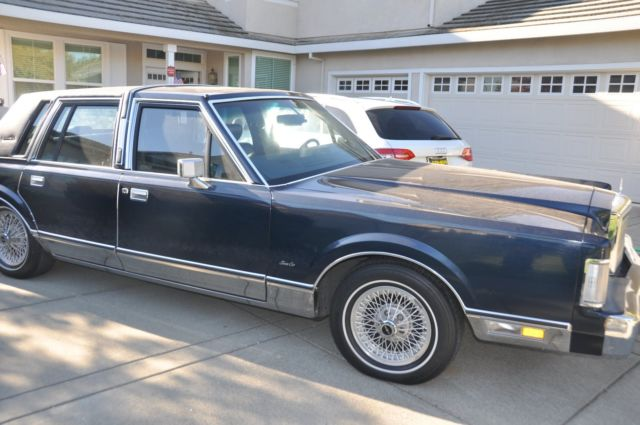 Navy Blue 1988 Lincoln Town Car Like In The Movie Quot Lincoln Lawyer Quot