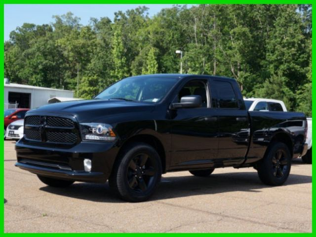 new 2014 dodge ram 1500 express 5 7l hemi 4dr crew cab 20 s blacked out. Black Bedroom Furniture Sets. Home Design Ideas