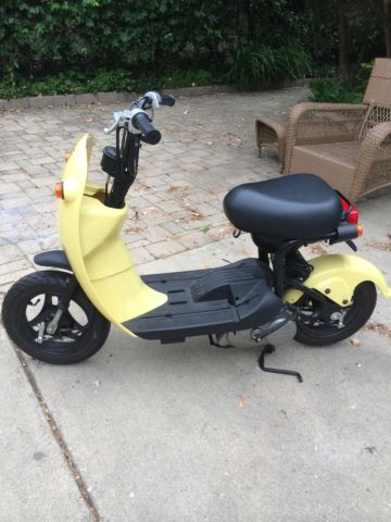 suzuki choi nori mini scooter 50cc like new rare not. Black Bedroom Furniture Sets. Home Design Ideas