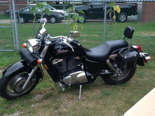 Vt1100c2 Shaodw Sabre 1100cc  Black  Chrome  Saddle Bags