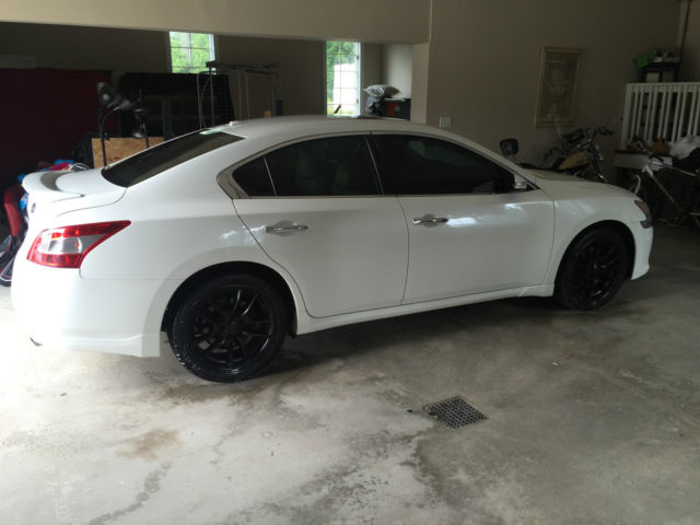 white 2010 nissan maxima great condition tinted windows. Black Bedroom Furniture Sets. Home Design Ideas