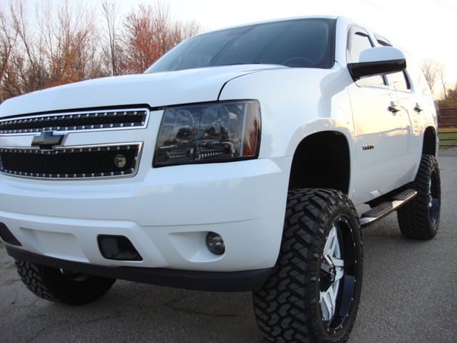 white chevy tahoe lifted 22inch fuel off road wheels. Black Bedroom Furniture Sets. Home Design Ideas