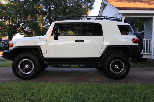 White Fj Cruiser 4x4 Lifted W Off Road Bumper Aux Lights