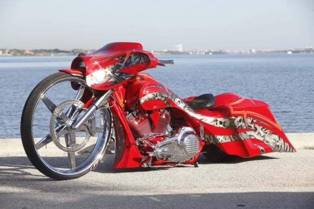 Worlds First 32 Inch Wheel Street Glide Custom Bagger